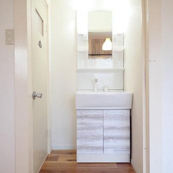 独立洗面台です!身支度もばっちりできそう。