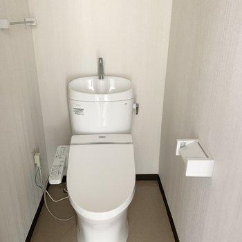 おトイレもしっかりウォシュレット付き。