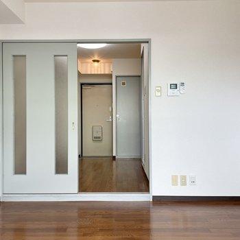 洋室の広さは4.6帖。コンパクトだけど、キッチンの広さのおかげであまり気になりませんでした。