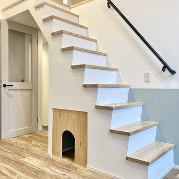 ペットのお家は階段の下に。