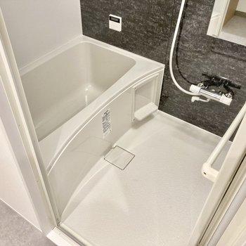 お風呂は広さもしっかり。追い焚き機能や浴室乾燥機がついています。