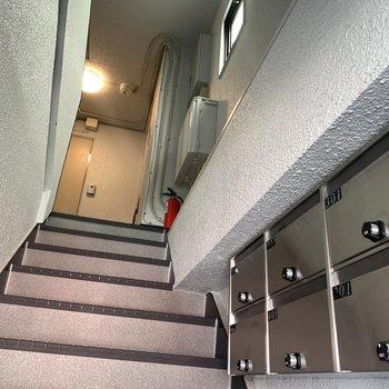 3階までは階段です!