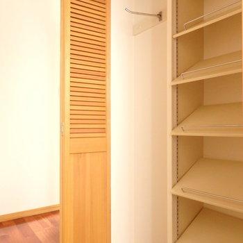 靴は多いと入らないのでクローゼットを使うなどしましょう。 (※写真は6階の同間取り別部屋のものです)