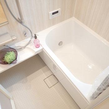 自分磨きが捗りそうなお風呂です。(※写真は1階の反転間取り別部屋、モデルルームのものです)