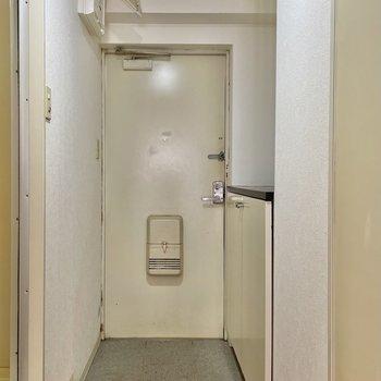 玄関はフラットタイプ。マットを敷いてメリハリをつけましょう。
