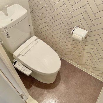 わわ!トイレにまでアクセントクロス!温水洗浄便座もありました◎