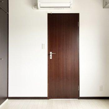 【洋4.7】ソファーベッドを置いてリビングとの繋がる雰囲気を楽しむのも素敵。