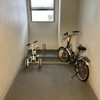 共用部部分にも自転車置き場がありますよ。