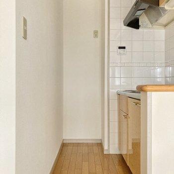 キッチン奥に冷蔵庫はおけそう...!!サイズ感は要チェックです。