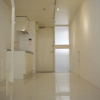 白の部屋!※写真は2階反転間取り別部屋のものです。