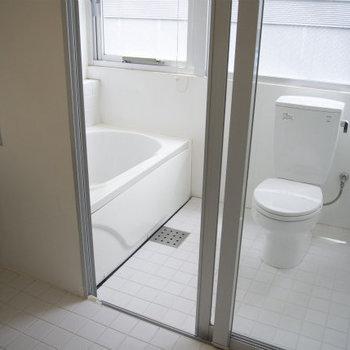 お風呂とトイレは一緒です※写真は2階反転間取り別部屋のものです。