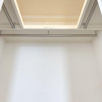 下から見上げるとこんな感じに。照明も完備。