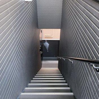 お部屋までは階段です!