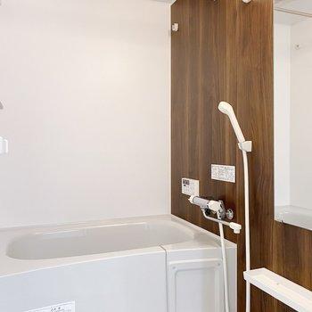浴室乾燥機付きなので、雨の日や洗濯物を貯めてしまっても◯(※写真は3階の同間取り別部屋のものです)
