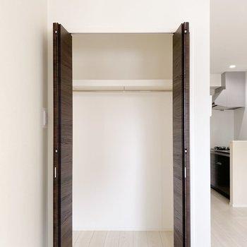 背が高いので、ボックスを使って下側のスペースも有効活用しましょう。(※写真は3階の同間取り別部屋のものです)