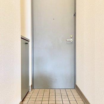 ちょうどよい広さの玄関です○