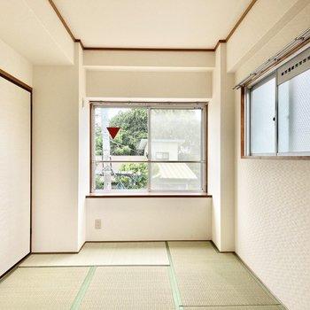 リビングの隣は6帖の和室。こちらも2面採光になっています。