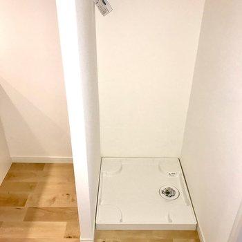 キッチン横には洗濯機置場があります。