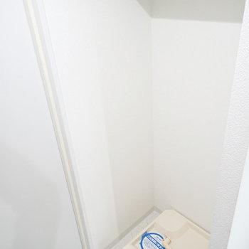 洗濯機があります。※写真は4階の反転間取り別室のものです