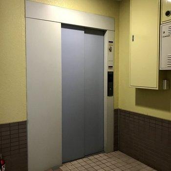 4階まではエレベーターで上がれます。