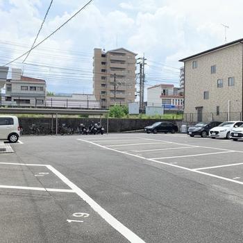駐車場と駐輪場もしっかりと。安心です。