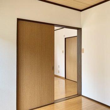 【洋室4.5帖】隣の洋室への移動もスムーズに。