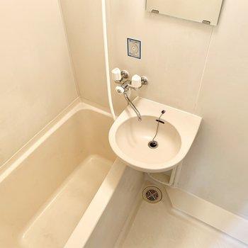 お風呂は2点ユニットタイプ。