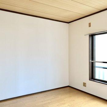 【洋室4.5帖】寝室としても使いやすそうです。