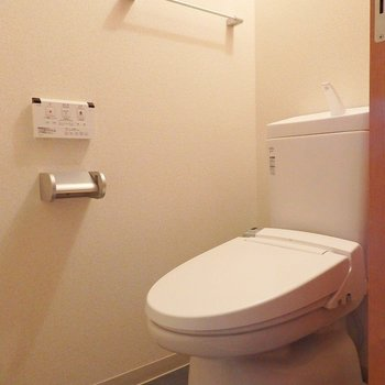 トイレはウォシュレットです。※写真は8階別部屋反転間取りのものです