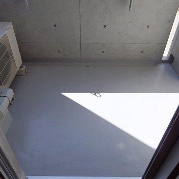 ベランダは、一人暮らしなら十分なサイズ。※写真は8階別部屋反転間取りのものです