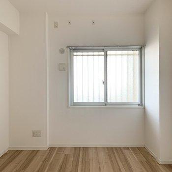 【洋6北】こちらがユーティリティのお向かいのお部屋。(※写真は11階の同間取り別部屋のものです)