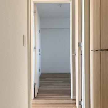 もちろん、キッチンからだけではなく廊下からもアクセスできます。(※写真は11階の同間取り別部屋のものです)