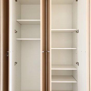 2つの可動棚で容量たっぷり◎(※写真は11階の同間取り別部屋のものです)