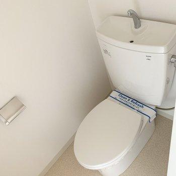 おトイレはユーティリティのお隣に。(※写真は11階の同間取り別部屋のものです)