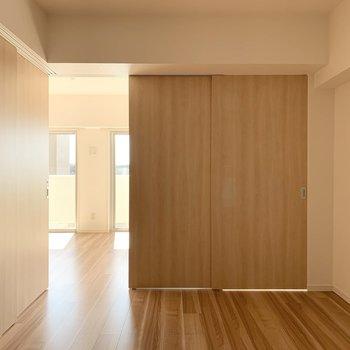 【洋6南】こちらは6帖のお部屋です。(※写真は11階の同間取り別部屋のものです)