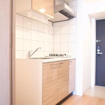 キッチンには大きめのタイルが貼られています。このデザイン、いい!(※写真は3階の同間取り別部屋のものです)