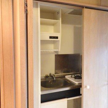 キッチンを仕切りで隠せるのは良いですね。(※写真は3階の同間取り別部屋のものです)