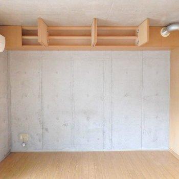 コンクリートと木目の共存。(※写真は3階の同間取り別部屋のものです)