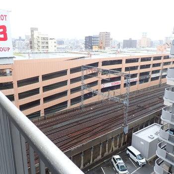 【共用部】廊下からも近鉄の線路が見えます。