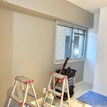 工事中】お部屋の一部にはアクセントクロスも。