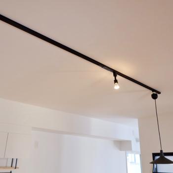 イメージ】天井には黒のライティングレール。