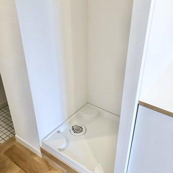 お隣には洗濯機置き場。