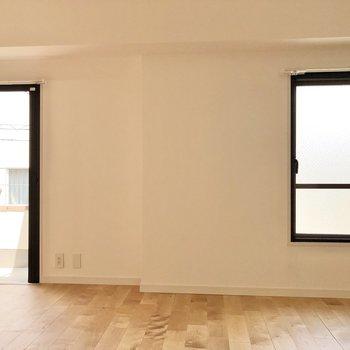 2つの窓には網戸も付いているので、換気も簡単に。