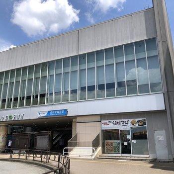 成城学園前駅は商業施設に直結しています。