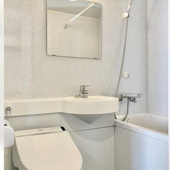 お風呂はホテルのようなゆったり3点ユニット。
