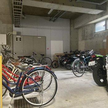 駐輪場も。