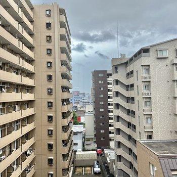 眺望は立ち並ぶマンションたちです。