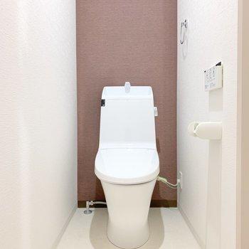 トイレはシンプル!ディアウォールで収納を作ってもいいかも。(※写真は2階の同間取り別部屋のものです)
