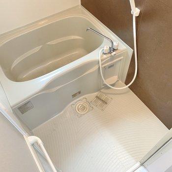 浴室はゆとりあり。1日の疲れを癒やしましょ◯(※写真は2階の同間取り別部屋のものです)