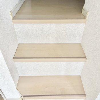 少しの階段をのぼって…